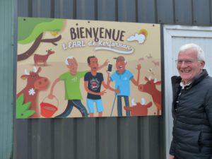 Jean-Michel Gaude devant sa ferme